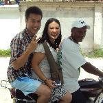 en moto a la playa