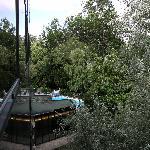 vue sur la piscine de la fenetre de chambre