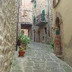 A Walk in Paciano's walled city