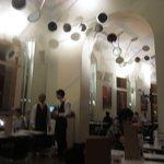 Cafe Consort resmi
