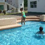kids enjoyin the pool
