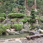 祈祷殿の横のお庭のようなところです