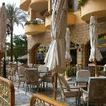 La salle de restaurant extérieure