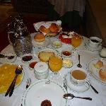 L'abbondante colazione (in questo caso al coperto)