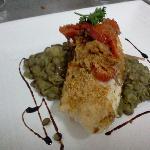 Crumble de corvina sobre dahl(lentejas al curry y tocino)