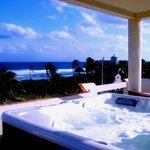 Rooftop Jacuzzi with 360 Degree Views