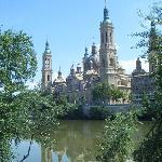 Il Pilar visto dall'Ebro