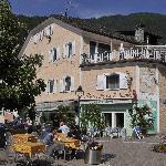 Gelegen an einem der schönsten Kirchplätze Südtirols