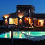 Miradores de la Laguna Garzón es una Casa de Campo diseñada y construida con el estilo tradicion