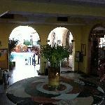 Der Blumenschmuck der Eingangshalle