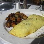 Cheese omelet w/hash brown potatoes