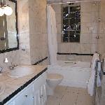 Bathroom Unit 8