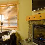 Lakeside Suite Master Bedroom