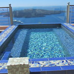 Plunge pool on the rooftop to share your afternoon bevy