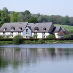 Lac et hôtel