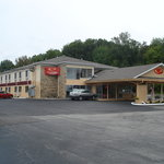‪Econo Lodge Inn & Suites Warren‬