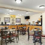 Photo de Days Inn & Suites Des Moines Airport