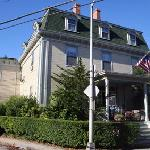 Yankee Peddler Inn frontage