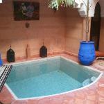 mini piscina en el patio
