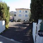 Entrée et possibilité de parking Hôtel saint jacques SOREDE