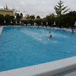 piscina 27° con nuoto controcorrente