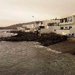 Trasera de las terrazas con salida al mar en Arrieta