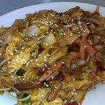 Char Keow Tew (stir fried flat rice noodles)