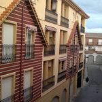 callecita de atras vista desde el balcon