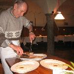Preparazione del piatto direttamente a tavola