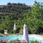 Swimmingpool mit Blick auf Montepulciano