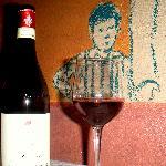 Una bottiglia di Pelaverga con i disegni di Valerio Berruti
