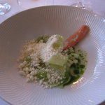 Crab with frozen horseradich, cucumber and dill