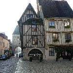Le tout beau village de Noyers s/Serein, pas loin de Vézelay, mérite un détour