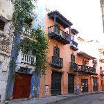 Cartagena, ciudad amurallada, sus casas con fachadas de colores