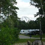 Blick vom Campingplatz zur Halle