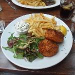 Salmon croquettes with frites