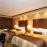 Newly renovated 2 queen bedded room