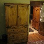 Normal storage armoire