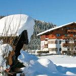 Harmls Aparthotel im Winter direkt am Skilift