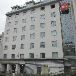 Hotel fachada al rio