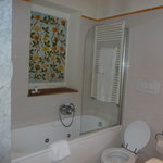 Camellia Room bathroom