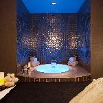 A prelude to a massage or body treatment, a soak is a perfect way to begin your relaxation at Th