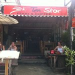 Photo de Ten Star Cafe and Food