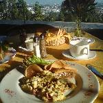 Desayuno en el restaurante del hotel.