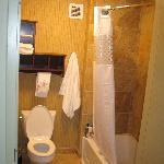 King Suite Balcony Room bathroom