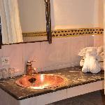 Bathroom with 'swan' bougainvillea strewn towels