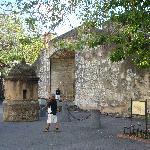 La Puerta del Conde vista lateral desde la Ciudad Colonial