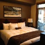 king size bedroom unit