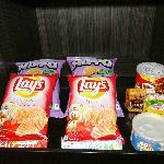 Courtyard Mumbai International Airport - Executive King Room - snacks in mini-bar