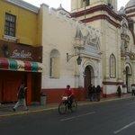 Frontis y al costado de Iglesia San Agustín Trujillo